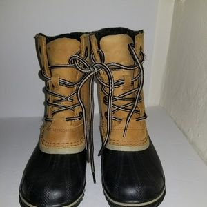 Sorel boots size 6 brand new